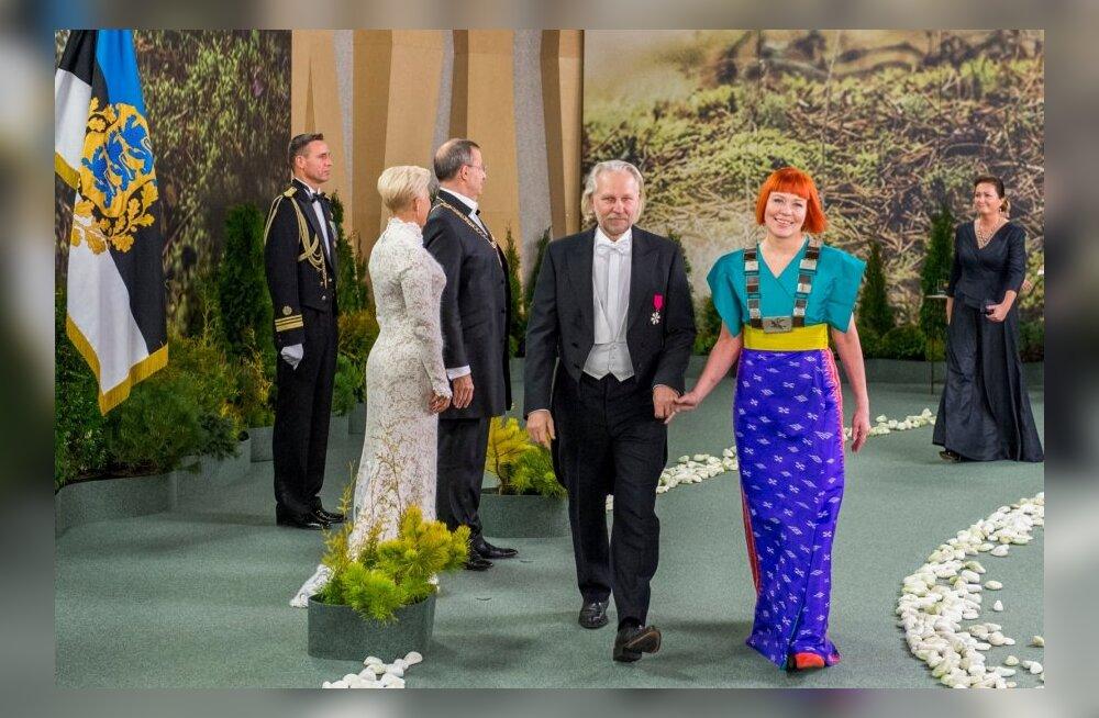 HIIDGALERII: Pärnu Kontserdimaja vallutasid vabariigi aastapäeval kaunitarid ja kirevad kleidid!