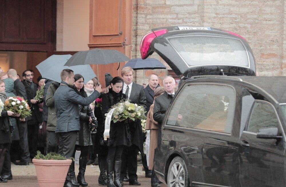 ФОТО: В церкви Каарли проводили в последний путь застреленного полицией Яануса Кяэрманна