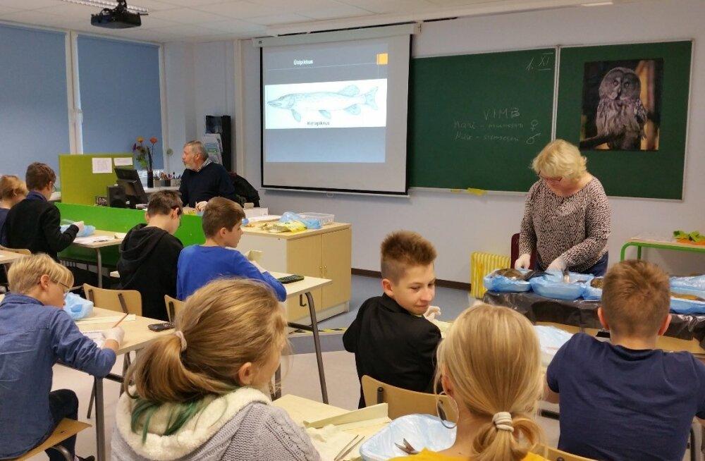 В столичных школах проводятся мастер-классы по биологии для школьников