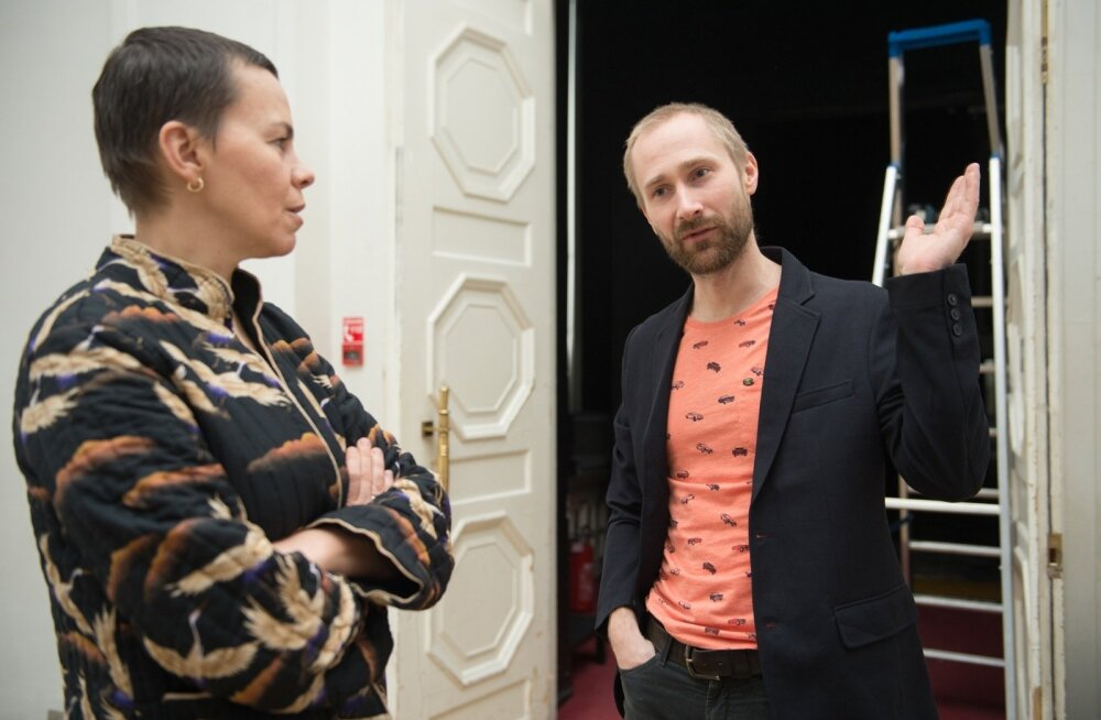 """""""Teater on risk. Teatris NO99 tehakse iga lavastust tundega, et see on viimane. Sellesse kollektiivsesse keskendumisse on kätketud näitlejate ja lavastajate, kunstnike ja tehnikute viimase lahingu energia ja ilu,"""" ütleb Ene-Liis Semperi ja Tiit Ojasoo juh"""