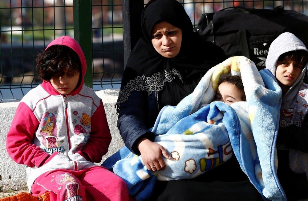 Migrandid Türgis Dikili linna rannavalve jaoskonnas pärast ebaõnnestunud katset jõuda üle mere Lesbosele.