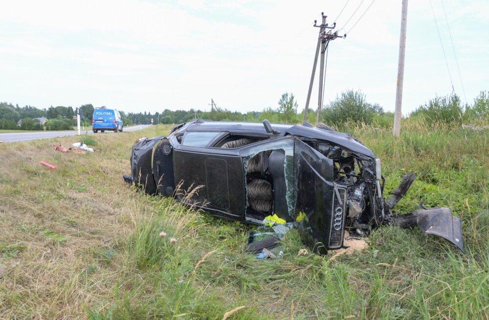 Pilt on illustratiivne. Viljandimaal sõitis auto kraavi