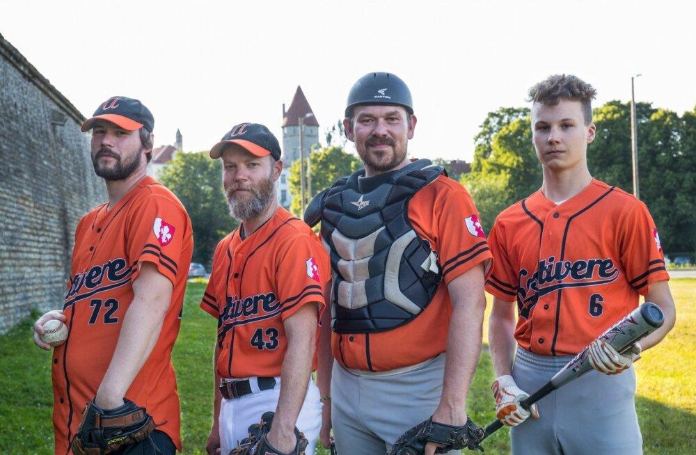 (Vasakult) Kaarel, Michael, Hento ja Rene Roland moodustavad vaid osa Kostivere Amigose võistkonnast. Väljakule läheb korraga 9 mängijat, trennis käib neid mõnevõrra enam.