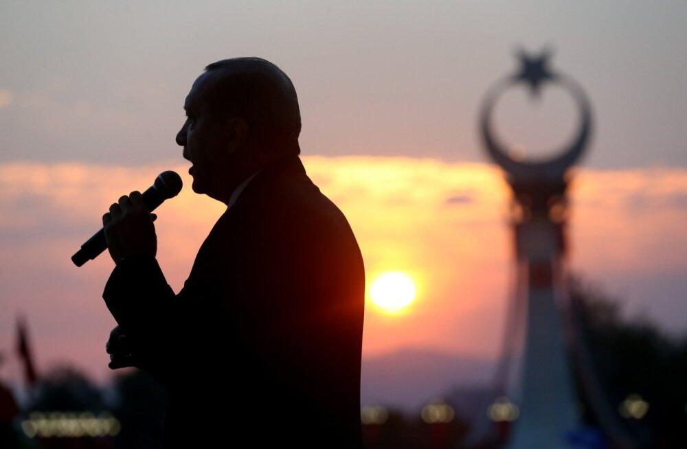 Erdoğan lubas pühapäeval Ankaras, et toetaks kõhklematult parlamenti, kui see peaks soovima surmanuhtluse taastada.