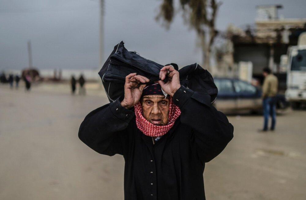 80aastane Adla tuli koos kolme tütre ja lastelastega Süüriast Eestisse, kaasas vaid seljas olevad riided