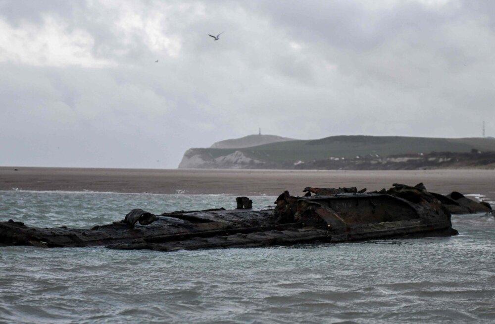 Wissanti lähistel ilmub liiva alt välja maailmasõjaaegne allveelaev