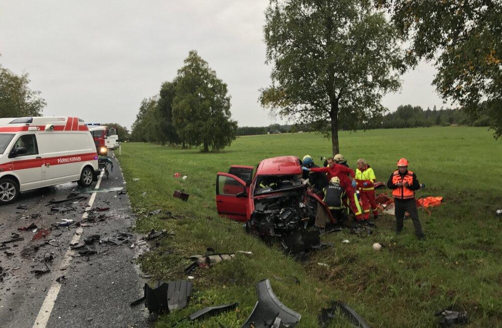 Järvamaal juhtunud ränk avarii nõudis ohvri: 71-aastane autojuht suri haiglas