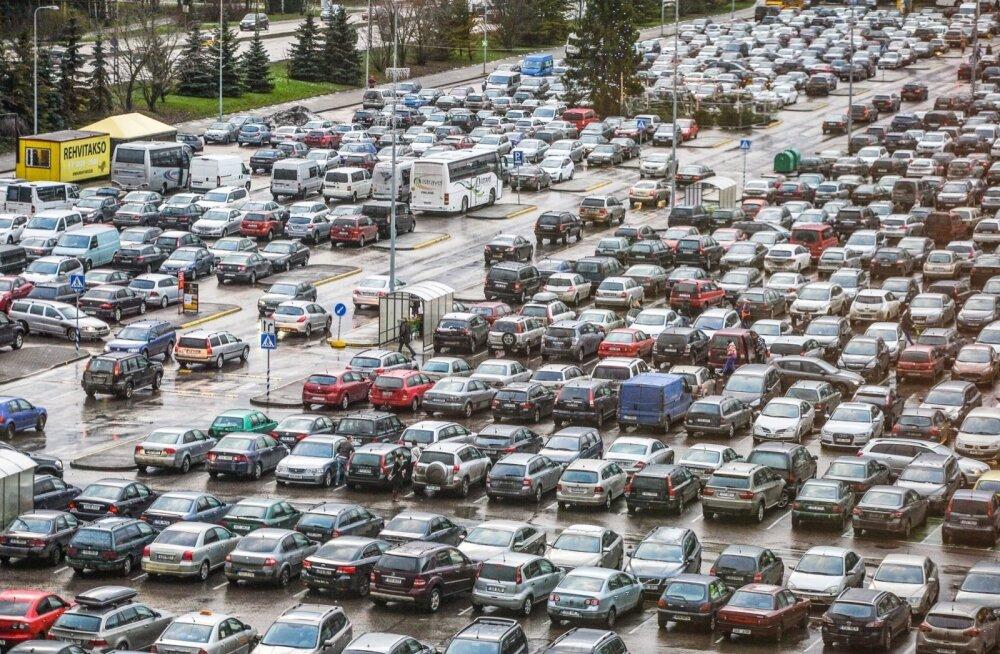 Фонд дорожного страхования требует зафиксировать в законе габариты парковочных мест