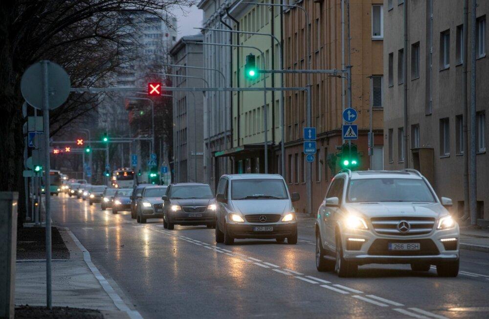 Hommikune liiklus Gonsiori tänaval