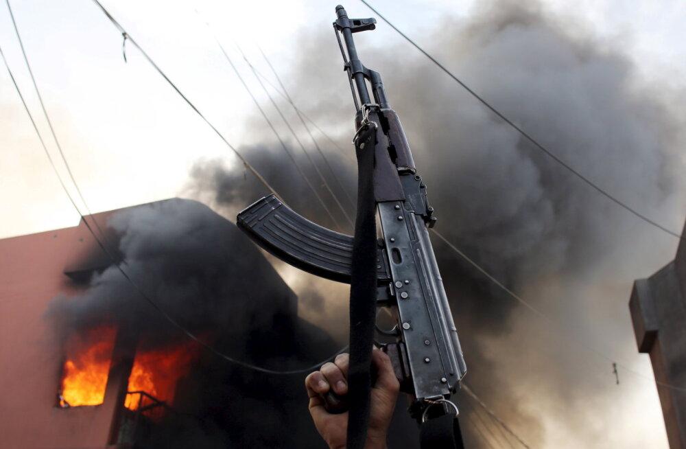Al-Qaida hakkas Jeemeni elanikke mälumänguga peibutama, peaauhinnaks on AK-47