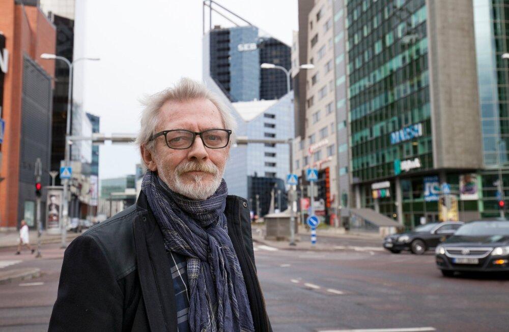 """Näitleja Andres Lepik pealinnas XXI sajandi kaheksateistkümnendal aastal peateel ja suure filmi """"Põrgu Jaan"""" peaosas – Parun pärast Põhjasõda külateel."""