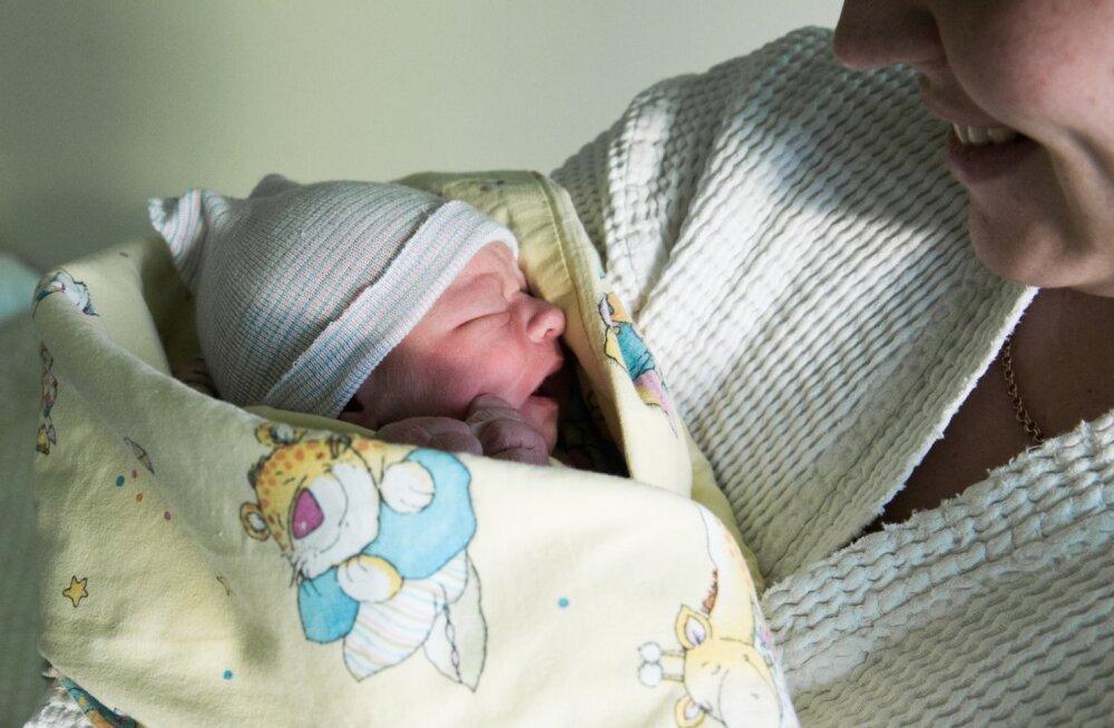Aasvahetusel sündinud lapsed