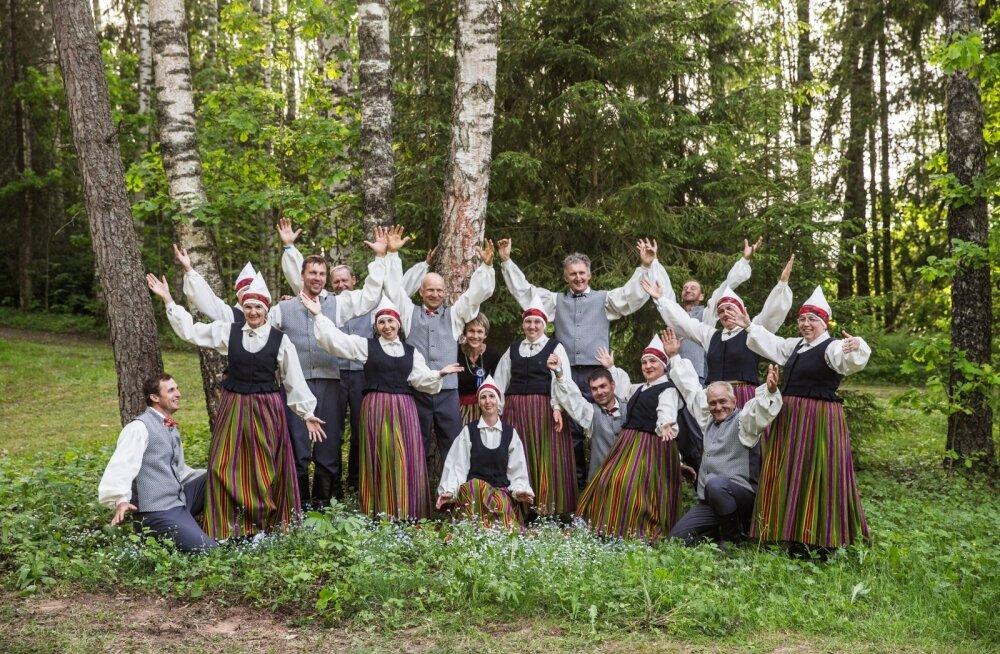 Ulvi Toomik ja tema rahvatantsijad