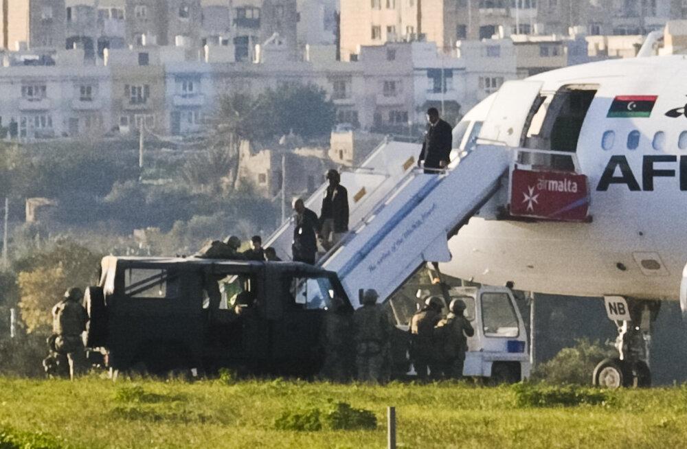 Malta lennuväljal lavastati lennuki kaaperdamist ajal, kui algas päris draama