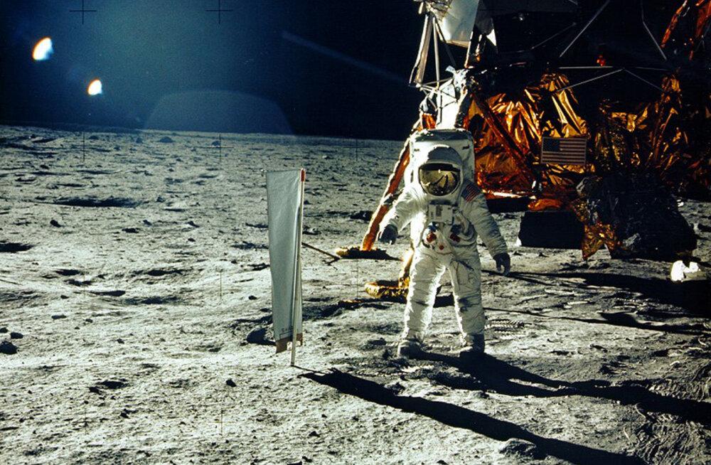 Taas üks omamoodi idee: ameeriklased tahavad terve Wikipedia välja printida ja Kuule lennutada