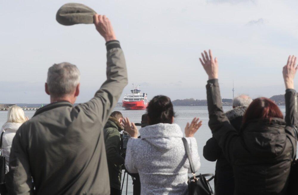 Tugev tuul sunnib tühistama laevasõite Kihnu ja Prangli liinidel