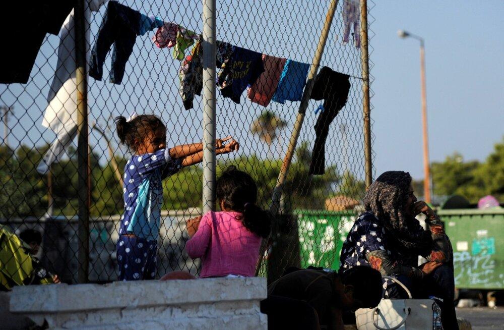 Kreeka põgenikelaagrites ahistati lapsi