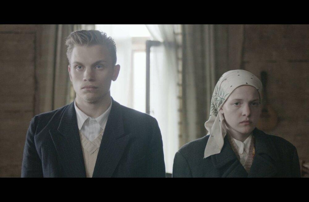 Heino (Risto Vaidla) ja Elina Savolainen (Rea Lest) abielluvad, et ingerlasest Elinat Eestist välja ei saadetaks.