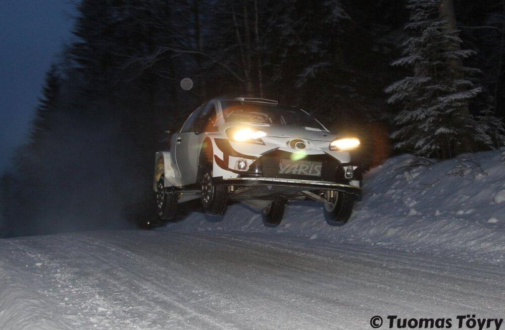 VIDEOD   Pöörased kiirused ja kõrged hüpped! Vaata Ott Tänaku tiimikaaslase Rootsi ralli eelseid testisõite