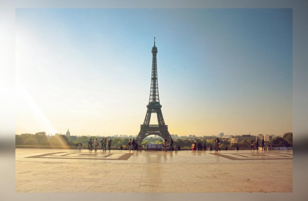 Turismisümbol Eiffel saab 125-aastaseks: vaata tüüpilisi pilte, mida seal tehakse
