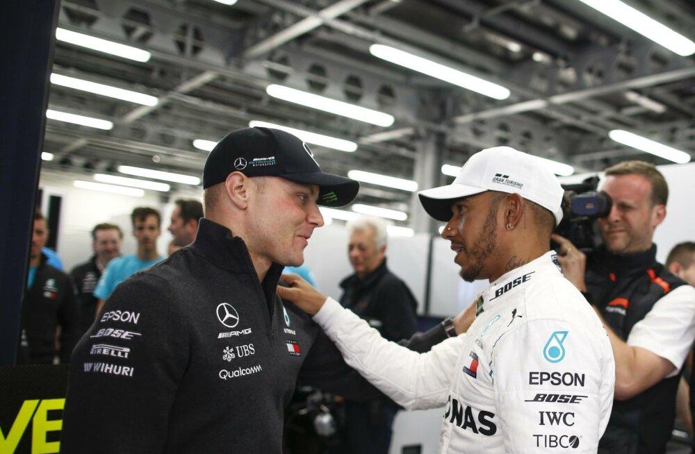 Valtteri Bottas ja Lewis Hamilton.