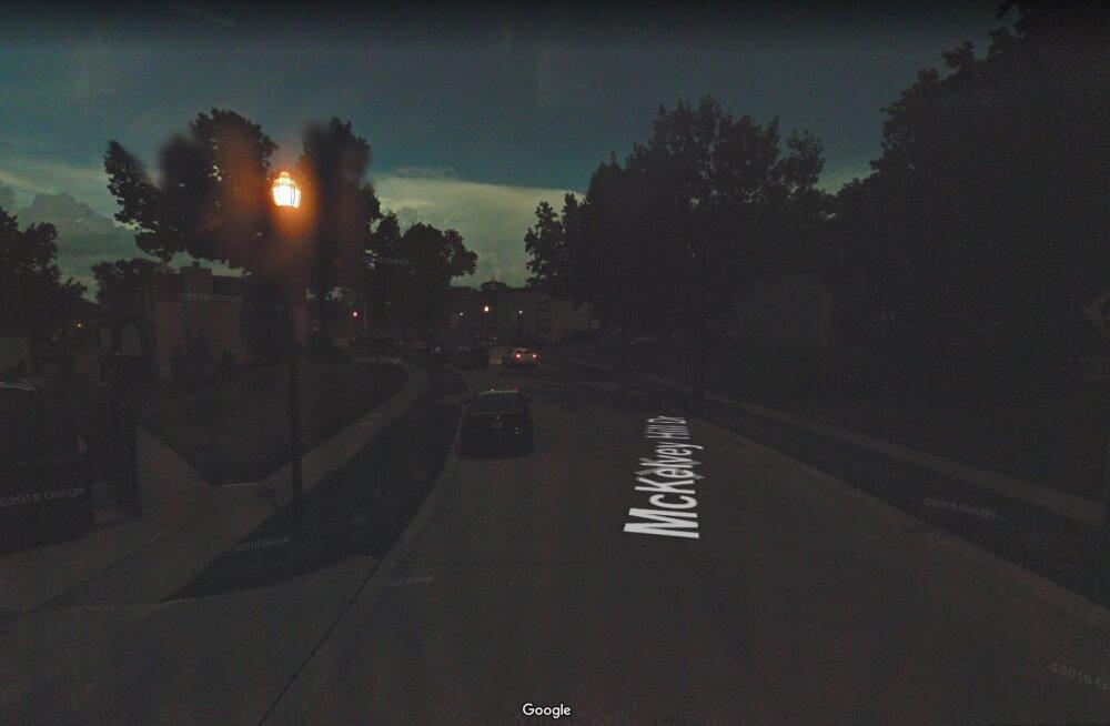 Linn mattub pimedusse: Google Mapsi auto pildistas kogemata üles täieliku päikesevarjutuse