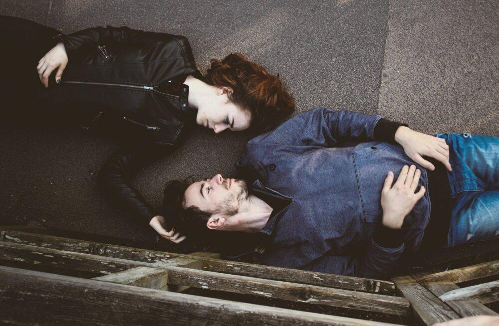Kui kallis elukaaslane tunnistab armastust teise vastu, samas vandudes, et sind ta jätta ei taha...