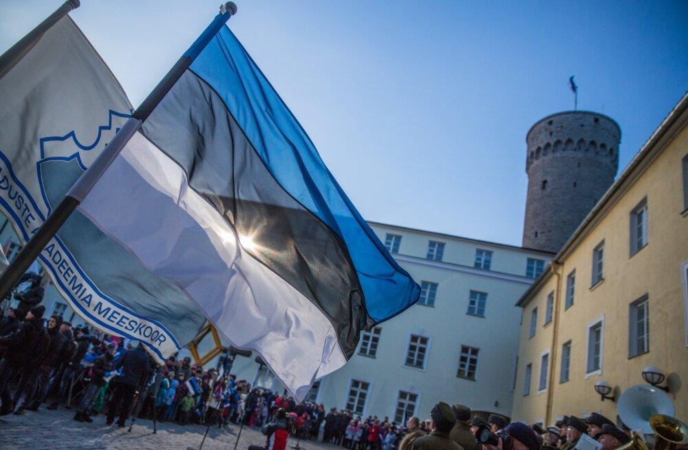 Lipu heiskamine Toompeal.
