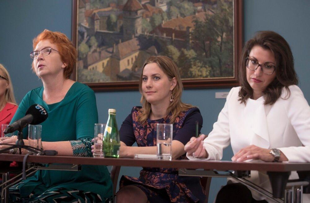 Yana Toom, Oudekki Loone ja Olga Ivanova plaanisid sügisel kandideeerida valimisliidus. Toom loobus sellest ja nüüd on nendevaheline vaidlus jõudnud ka sotsiaalmeediasse.