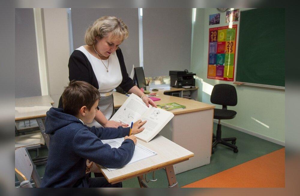 Имеет ли право учитель заниматься дополнительно со своим учеником за д