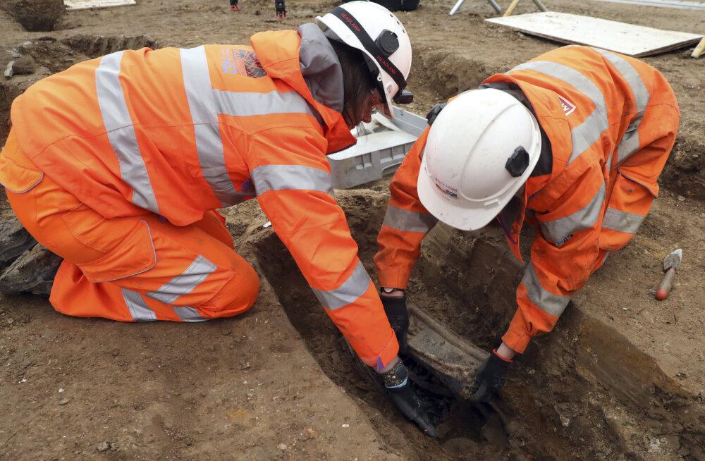 VIDEO | Londoni rongijaama tagant leiti kuulsa maadeavastaja säilmed