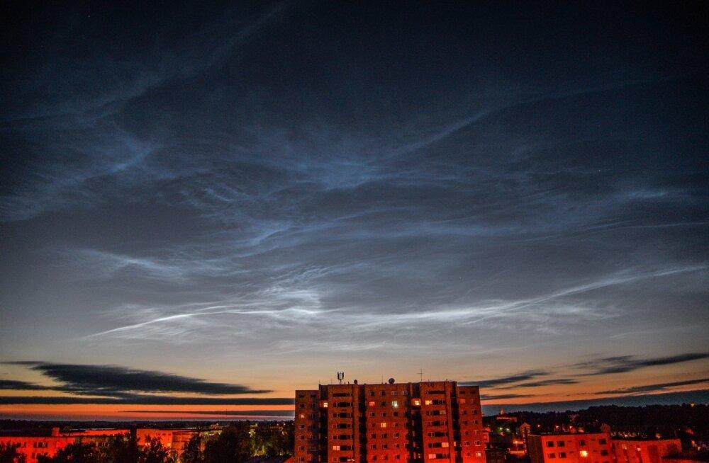 ФОТО: Небо в серебре. Над Эстонией снова можно было наблюдать ночные светящиеся облака