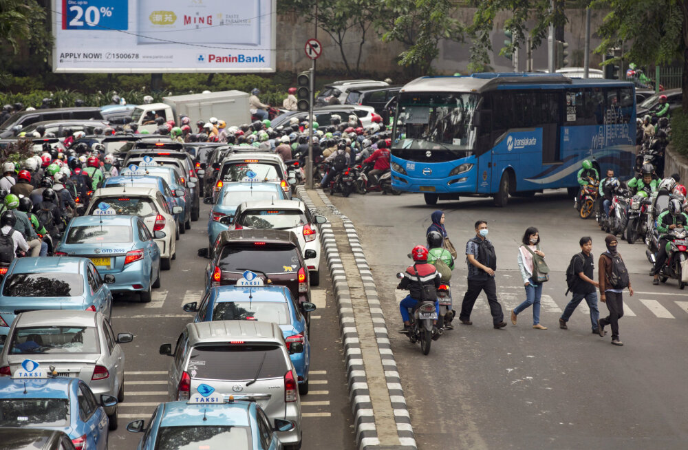 Parim ravim liiklusummikute vastu leiutati Jakartas: sõitma peab kolm ühes