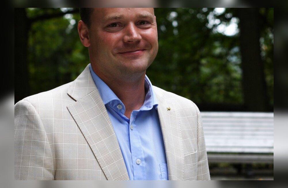 Majanduskomisjoni esimeheks valiti lapse saanud Kaja Kallase asemele Arto Aas.