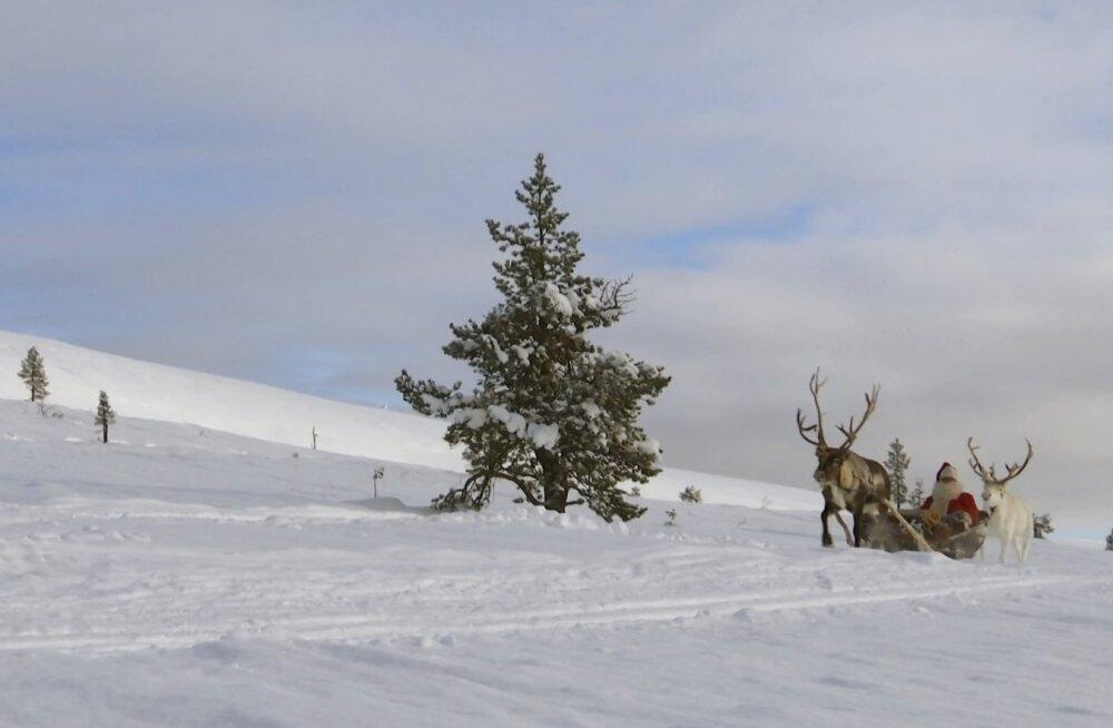 ВИДЕО: Санта-Клаус с подарками отправился в путь
