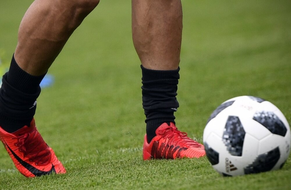 Iraani jalgpallikoondis jäi jalanõudest ilma.