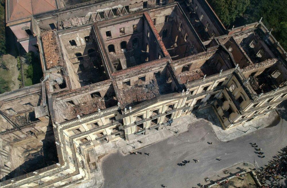 Põlengust järele jäänud rahvusmuuseumi rusud