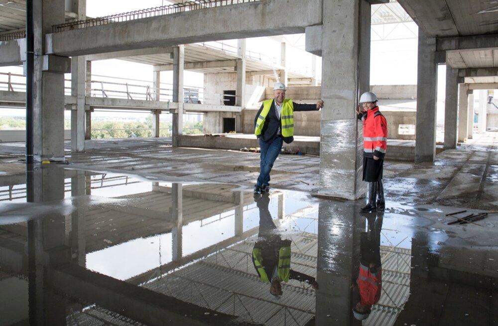 Cinamon Holding OÜ juhatuse liige Tatiana Tolstaya ja kommertsjuht Toomas Luhats käivad iga nädal T1 kaubanduskeskuses tulevaste kinoruumide ehitust vaatamas.