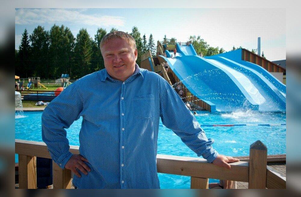 Kajar Lelber Vudilas Eestimaa ühe suurema veeliumäe juures