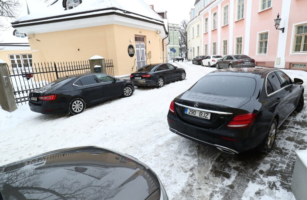 KLÕPS   Hirmkallid Mersud, Audid... ja üks rahvaauto. Millisele ministrile kuulub tagasihoidlik Škoda?