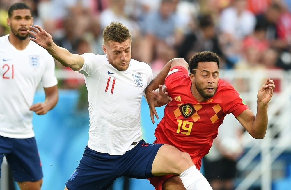 Inglismaa (valges) vs Belgia.