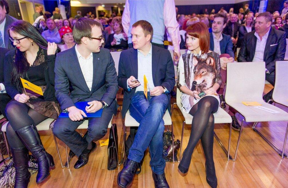 Martin Kukk (vasakul) ja Rain Rosimannus Reformierakonna üldkogu istungil. Mõlema firmad on pakkunud erakonnale kommunikatsiooniteenust.