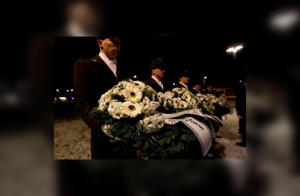FOTOD: Sõjakooli kadetid mälestasid detsembrimässus langenud koolivendi
