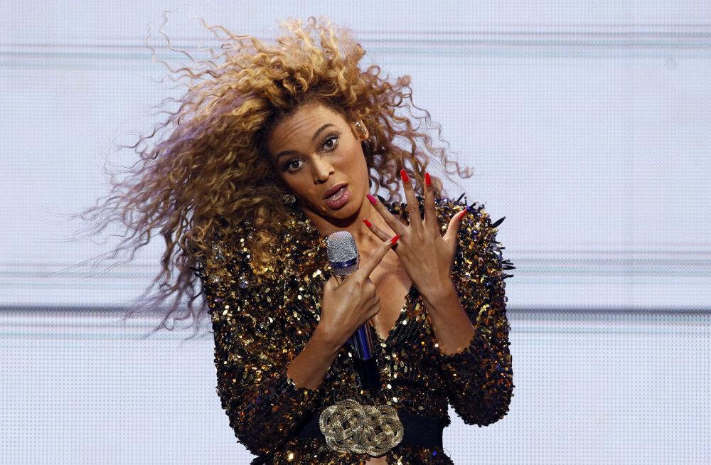 KLÕPS | Beyonce avalikustas oma seni nägemata pruutkleidi, millega 10. aastapäeva tähistas