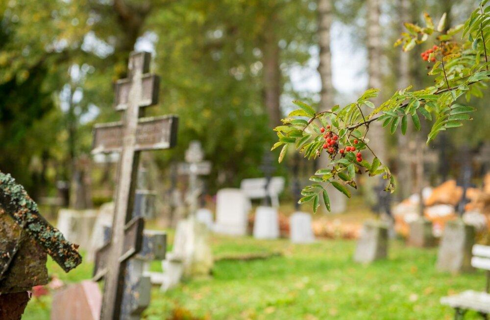Piirissaare vanausuliste vanim kalmistu Tooni külas.