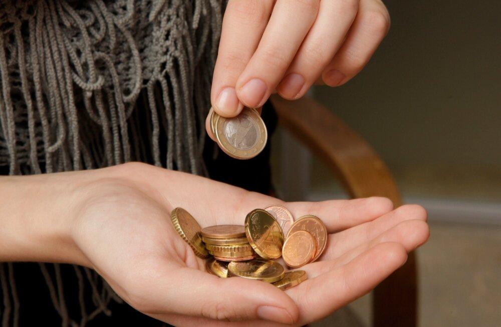 Профсоюзы согласились на повышение минимальной зарплаты до 430 евро