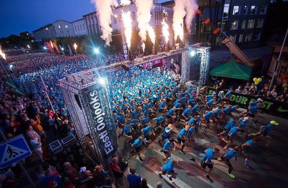 Tuhanded sinised jooksjad Rakvere öös
