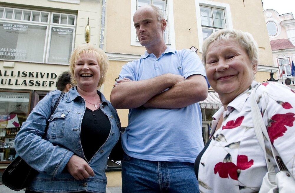 Soome turistid vanalinnas.