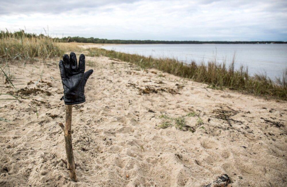 Lohusalu rannas meenutas nädalavahetusel toimunud narkoainete otsinguid vaid toki otsas olev kinnas.