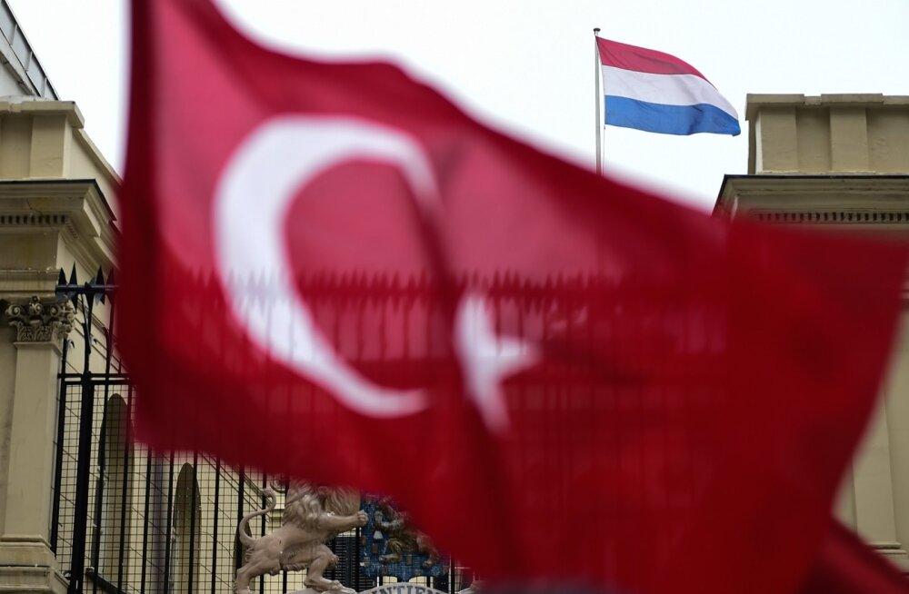 Türgi: EL järgib demokraatlikke väärtusi valikuliselt ega tohiks Hollandit toetada